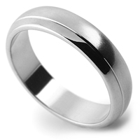 wedding ring with pattern, single line detail